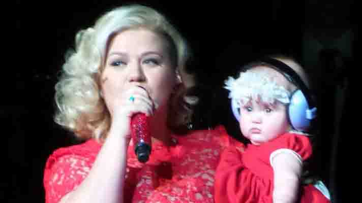 NEWS Kelly Clarkson's daughter